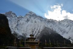 Vue du monastère sur la montagne sacrée
